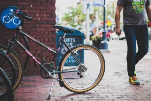 Mersul pe jos sau cu bicicleta la serviciu asociat cu beneficii substanțiale pentru sănătate