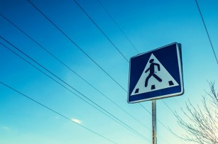 De ce este mai riscant pentru copii să traverseze o stradă aglomerată?