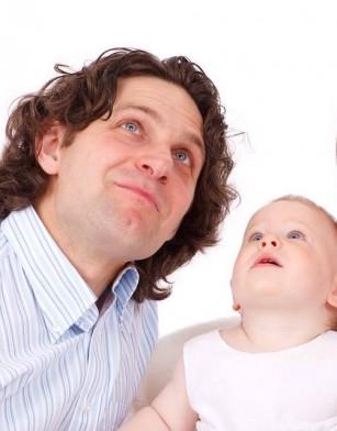 Implicarea tatălui în activități cu bebelușul, asociată cu o mai bună dezvoltare mentală