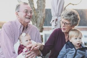 Miturile practicate de bunici, un pericol pentru sănătatea nepoților?