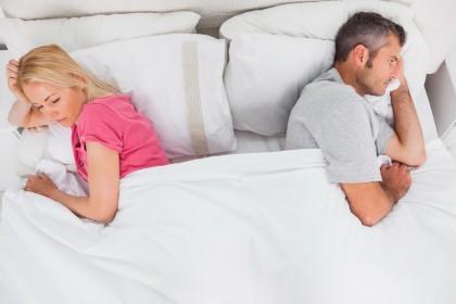 Tulburarile de somn afectează diferit bărbații și femeile