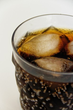 STUDIU: Consumul de băuturi cu îndulcitori în sarcină a fost asociat cu obezitatea infantilă