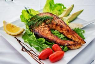 Consumul de pește ar putea ameliora simptomele artritei reumatoide