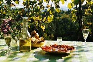 Nu uitați de siguranța alimentară când mancați în aer liber