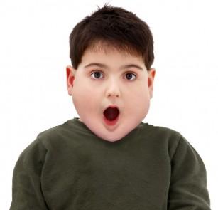 Obezitatea la copii, moștenită în proporție de 35-40% de la părinți