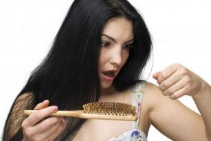 Cât de mult păr e normal să cadă pe zi?