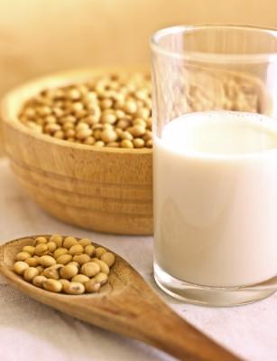 Proteinele de origine vegetală ar putea reduce riscul instalării precoce a menopauzei