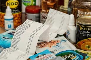 Știi la ce toxice te expui dacă atingi bonurile de la cumpărături?