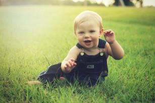 Copiii pot învăța valoarea efortului pentru reușită încă de la 15 luni