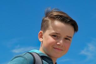 Adolescenții care oferă ajutorul străinilor au mai multă încredere în sine
