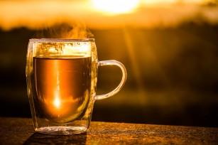 Consumul de ceai fierbinte poate contribui la apariția cancerului