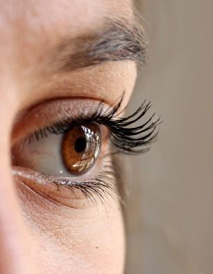 Nanopicăturile oculare ar putea reduce necesitatea ochelarilor de vedere