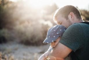 Bebelușii care la naștere seamănă cu tata sunt mai sănătoși la vârsta de un an