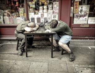 De ce te simți moleșit după masa de prânz și cum să alungi starea de somnolență?