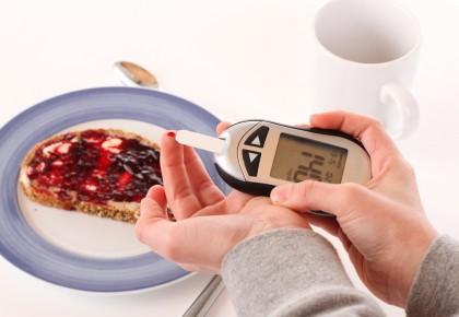 Controlul diabetului și reducerea greutății în cadrul unui program alimentar cu 3 mese vs 6 mese pe zi