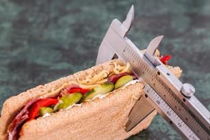 Restricția calorică la persoanele fără tulburări de greutate ar putea întârzia îmbătrânirea