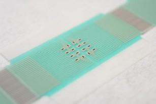 Plasturele cu senzori miniaturali pentru monitorizarea glicemiei