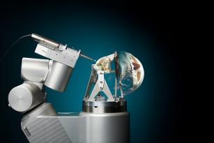 Robot care îmbunătățește tehnicile de chirurgie craniană