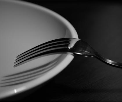 Cum te poate ajuta dieta 16:8 să pierzi în greutate?