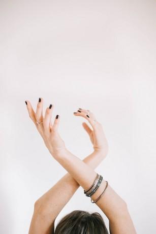 Îți cad unghiile? Ce poate însemna asta