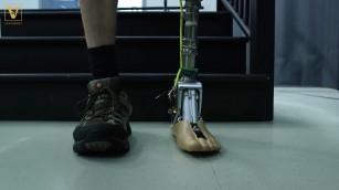 Proteza de gleznă care anticipează acțiunile purtătorului