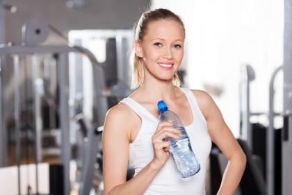 Câtă apă să consumi când faci sport