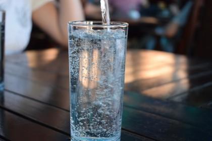 Potrivit unui studiu, 7 din 10 muncitori din Europa nu sunt hidratați corespunzător