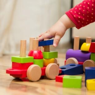 Jucării ce dezvoltă inteligența și creativitatea copilului (recomandări în funcție de vârstă)