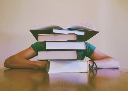 Studenții care dorm cel puțin opt ore în sesiune au rezultate mai bune
