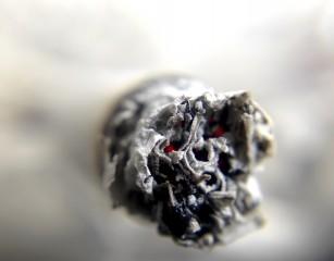 Inteligența artificală, utilizată pentru a ghici vârsta biologică a fumătorilor