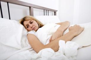 Îmi amorțesc mâinile când dorm - e normal?