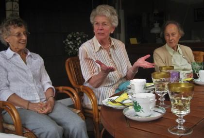 Socializarea scade riscul de demență la bătrânețe
