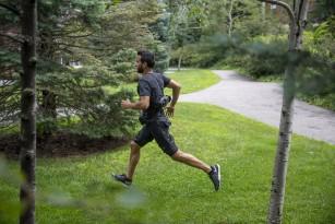 Oamenii de știință au creat un costum care te ajută să mergi, dar și să alergi