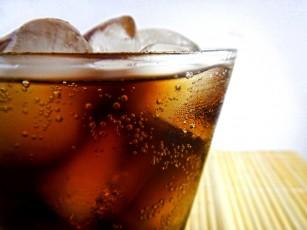 Consumul de băuturi răcoritoare cu zaharuri crește riscul de deces