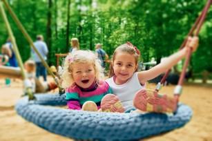Echipamentele de joacă sprijină activitatea fizică a copilului