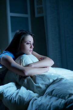 Activitatea cerebrală afectează programul de somn