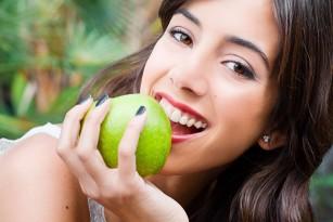 Alimente ce afectează dinții și măsuri recomandate