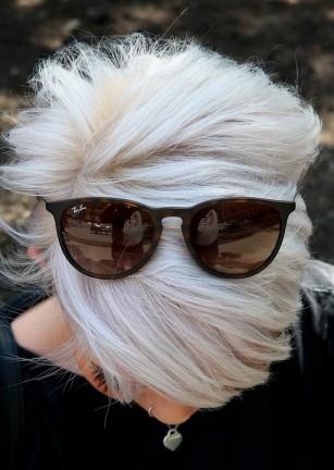 """Albitul """"peste noapte"""" (în scurt timp) - ce se întâmplă cu părul și de ce"""