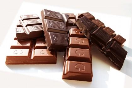 Beneficiile ciocolatei negre și avantajele față de ciocolata cu lapte