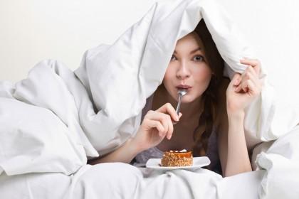 Lipsa de somn, incriminată pentru alegerile alimentare nesănătoase
