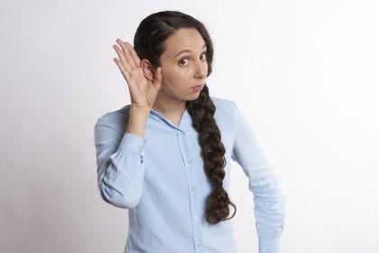 Cum te speli corect în urechi?