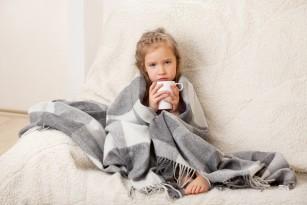 Copiii îmbrăcați mai subțire devin mai rezistenți la frig și răceli? - ce spun studiile