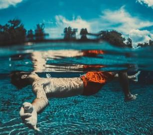 Stimularea cerebrală profundă la bolnavii cu Parkinson ar putea afecta abilitatea de a înota