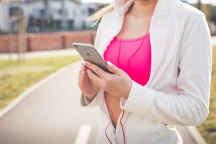 Utilizarea telefonului mobil crește riscul de leziuni la nivelul capului
