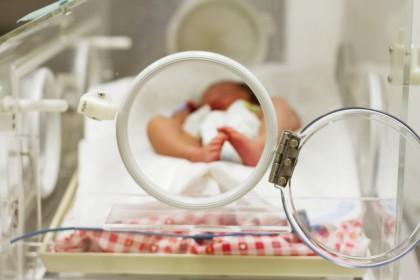 COVID-19 în sarcină, naștere și alăptare