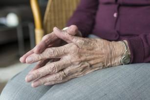 Îngrijirea bătrânilor în timpul pandemiei COVID-19