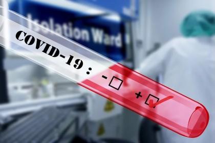 COVID-19: Test RT-PCR pozitiv din spută și fecale, după negativarea probelor nazofaringiene