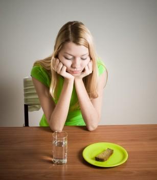 Mănânci mai puțin - trăiești mai mult? (studiu)
