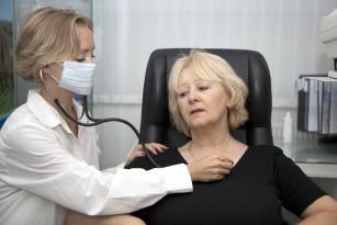 Pacienții cu COVID-19 aflați în stare gravă au şanse de zece ori mai mari să dezvolte aritmii cardiace