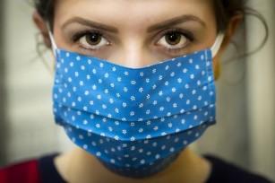 Măștile cu fibre din oxid de titan pot distruge microorganismele